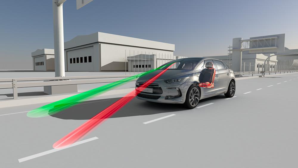 AFIL Spurassistent: Eine Kamera im Rückspiegel behält die Fahrspur im Blick.