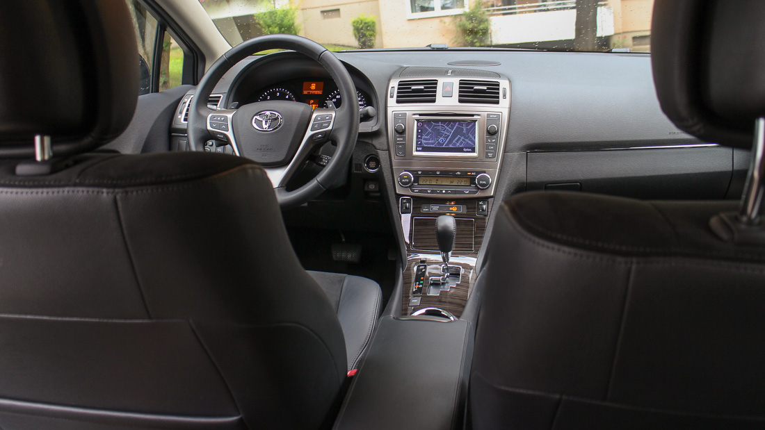 im test toyota avensis kombi 2 2 d 4d motoreport. Black Bedroom Furniture Sets. Home Design Ideas