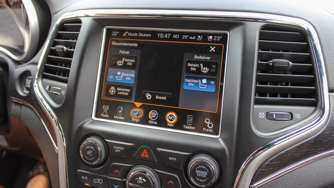 jeep grand cherokee infotainment touchscreen