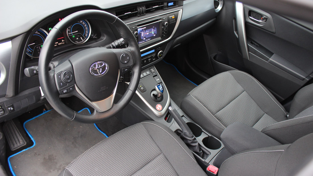 probefahrt toyota auris hybrid im test motoreport. Black Bedroom Furniture Sets. Home Design Ideas