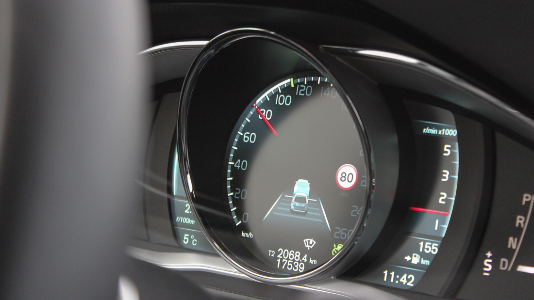 volvo xc60 display adaptive cruise control