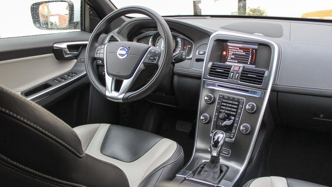 Fahrbericht und fahrassistenz volvo xc60 d4 for Volvo xc60 interieur