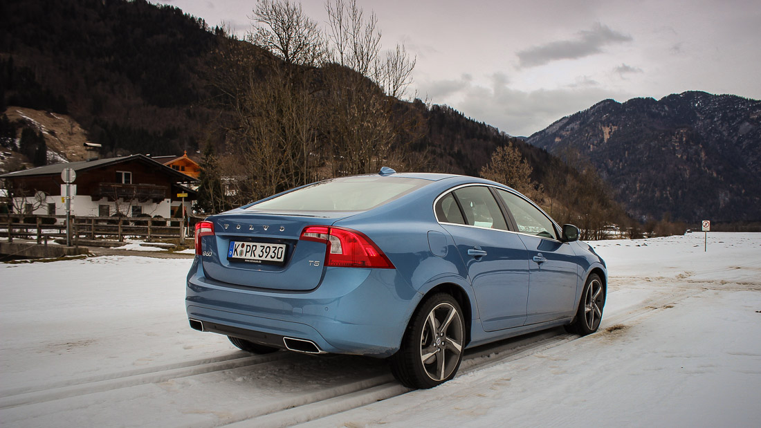 Der Volvo S60 in Power Blau-Metallic