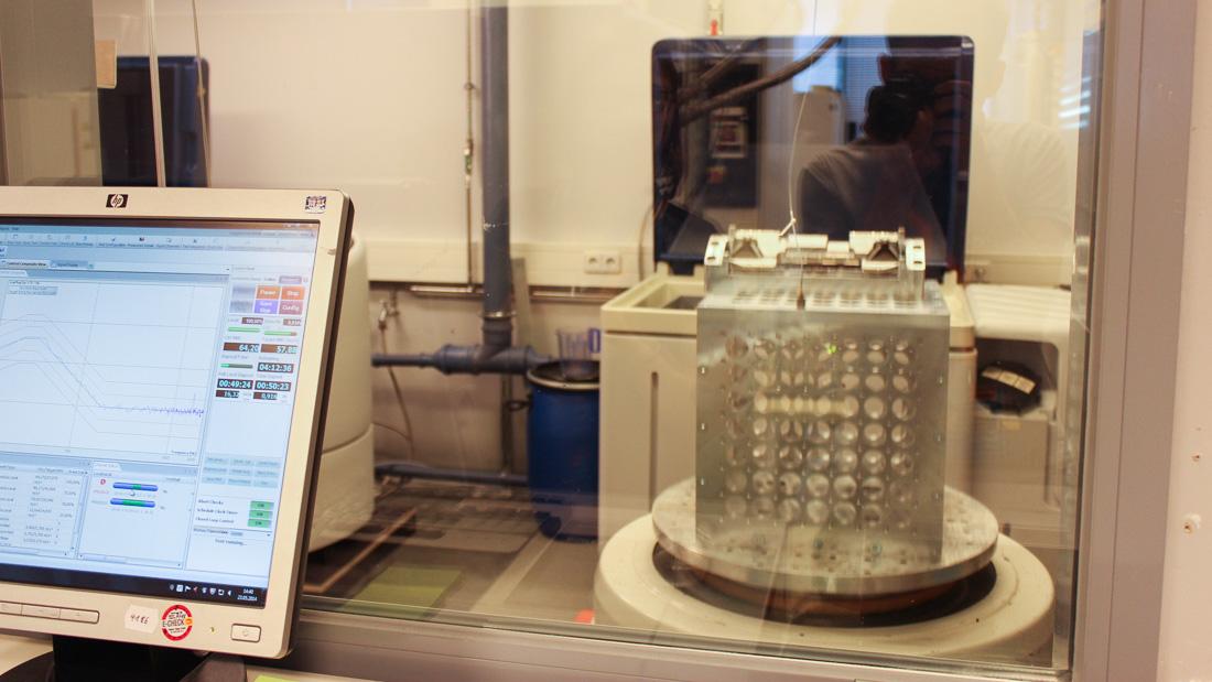 Die neuste Stereokamera im Schüttel-Dauertest (rechts)