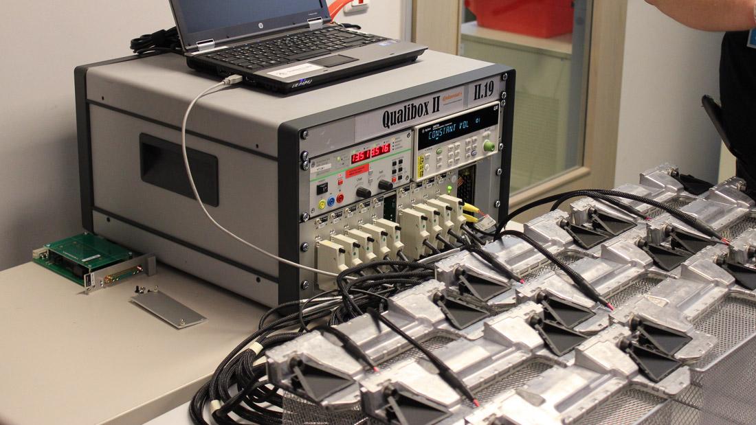 Stereokameras im Dauertest, angeschlossen an einem fiktiven Fahrzeug