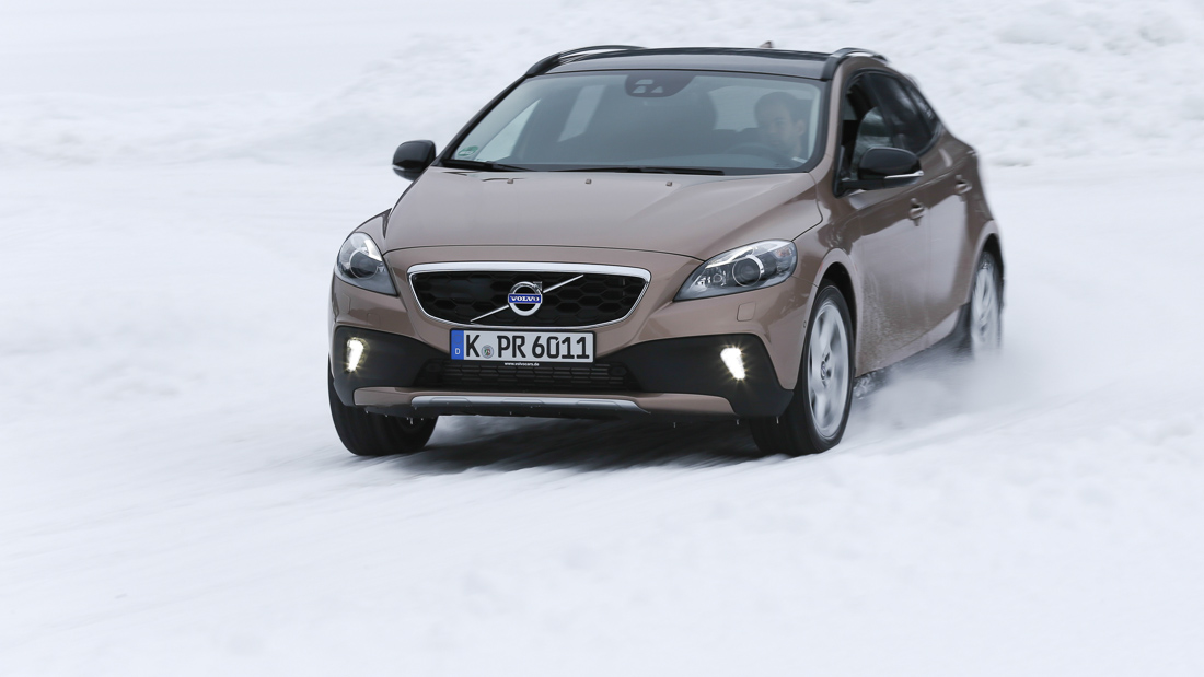 "Volvo V40 Cross Country Summum in Raw Copper-Metallic mit 17 Zoll ""Larenta"" Felgen"