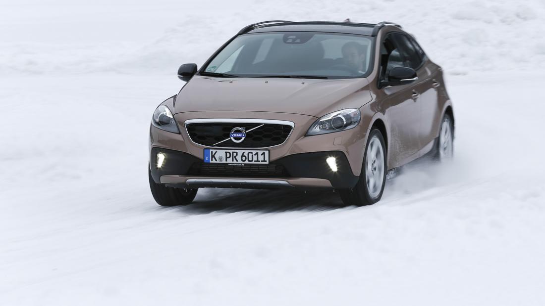"Volvo V40 Cross Country Summum in Raw Copper-Metallic mit 17 Zoll ""Larenta"" Felgen"