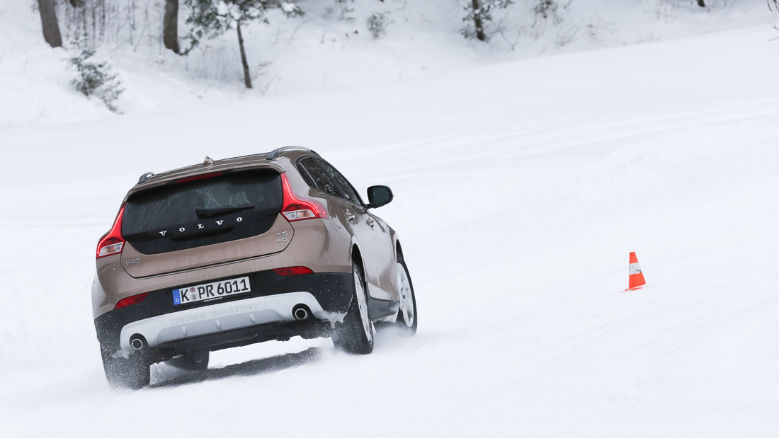 volvo v40 cross country t5 awd schnee snow
