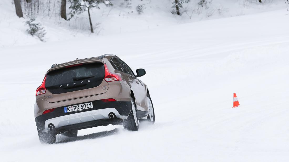 volvo v40 cross country t5 awd schnee snow