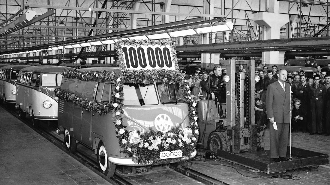 Der 100.000ste Transporter läuft nach 4 Jahren in Wolfsburg vom Band