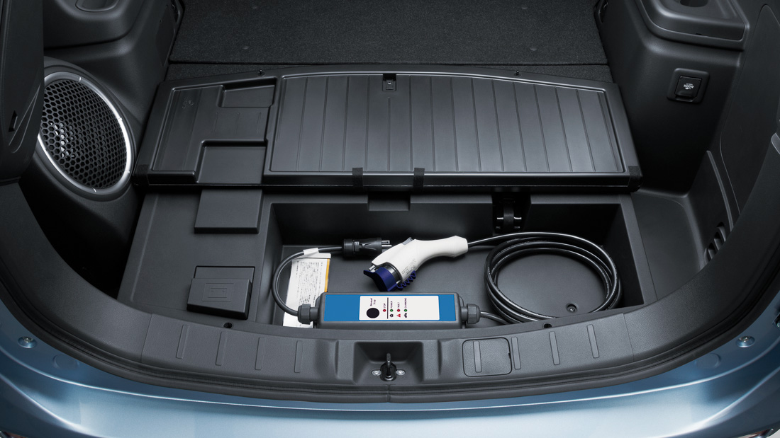 plug_in_hybrid_outlander_interior_004