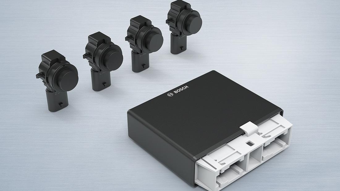 Die vier Ultraschallsensoren des Totwinkel-Warners