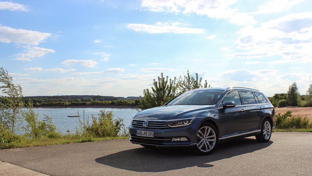 vw passat B8 harvard blue metallic highline