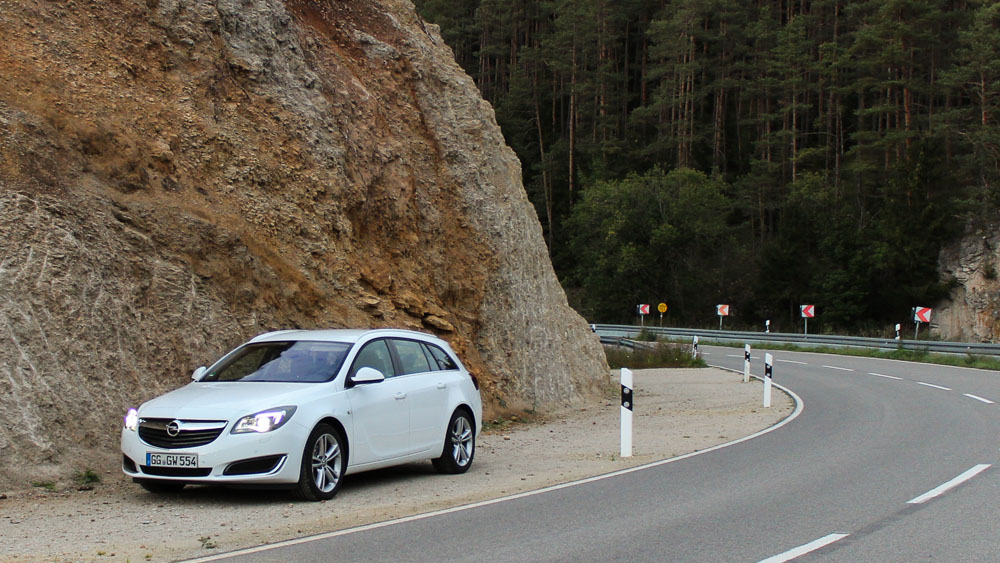 opel insignia sports tourer weiß