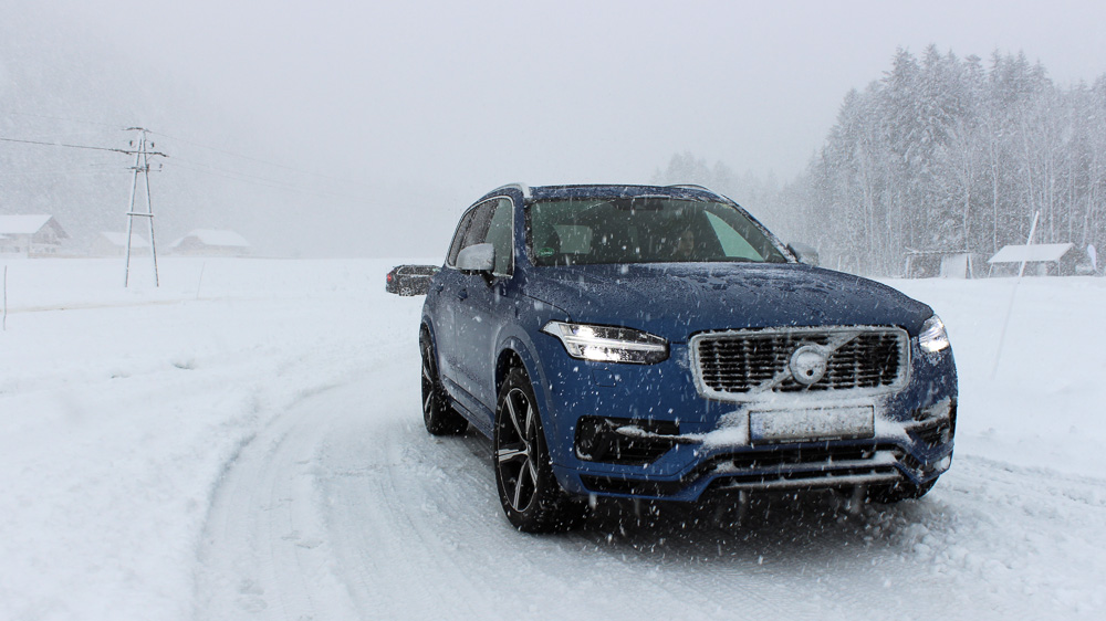 volvo xc90 r-design bursting blue