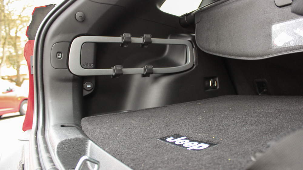 fahrbericht jeep cherokee 2 2 multijet 200 ps motoreport. Black Bedroom Furniture Sets. Home Design Ideas