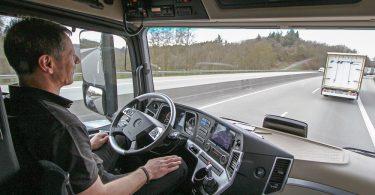 mb actros truck platooning