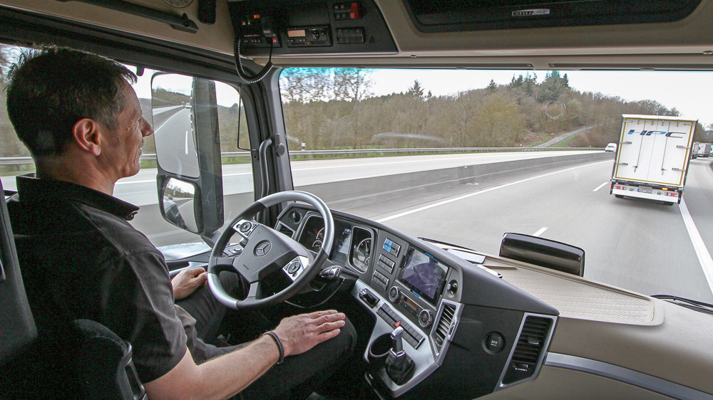 mb actros truck platooning