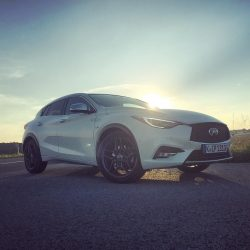 sundowner_with_the_infiniti_q30