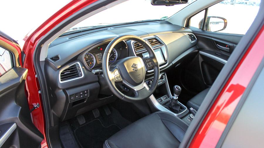Vermutlich Liegt Es An Einer Vergangenen Kooperation Zwischen Suzuki Und Subaru Farben Tasten Im Interieur Erinnern Der Einen Oder Anderen Stelle