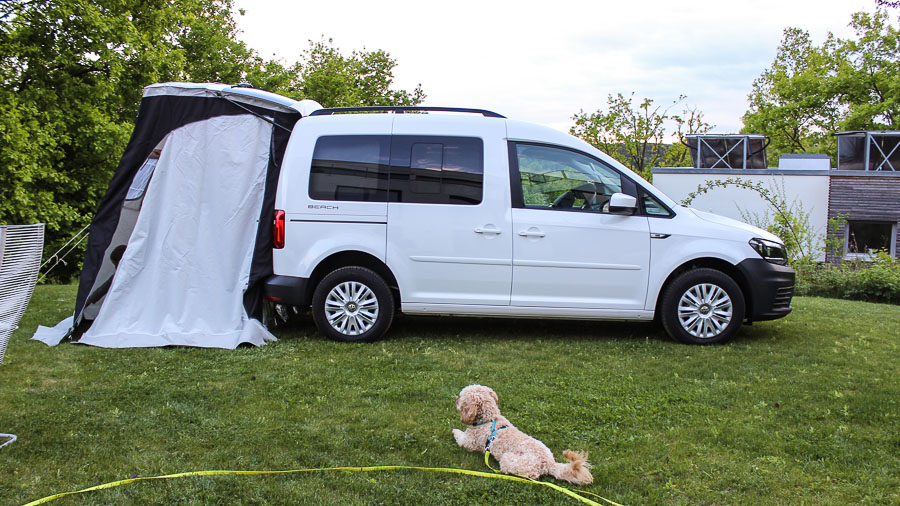 caddy beach camping test 1 motoreport. Black Bedroom Furniture Sets. Home Design Ideas