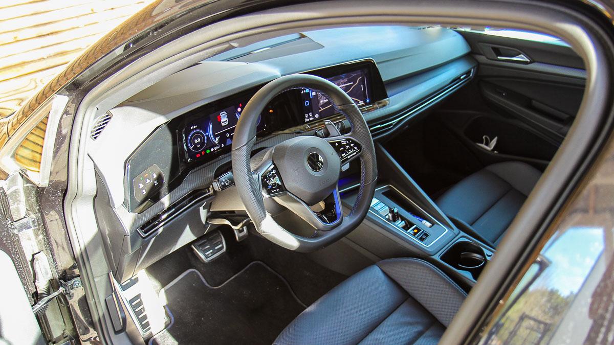 Golf 8 R Cockpit